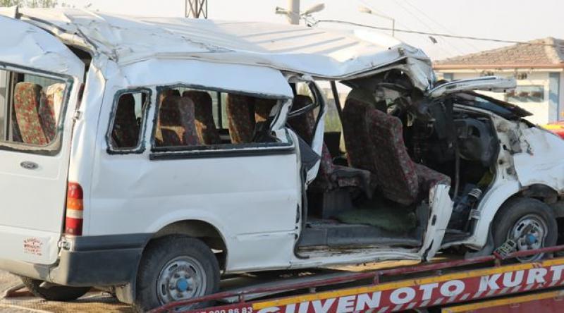 İşçileri taşıyan araç kaza yaptı: 2 ölü, 6'sı ağır 20 yaralı