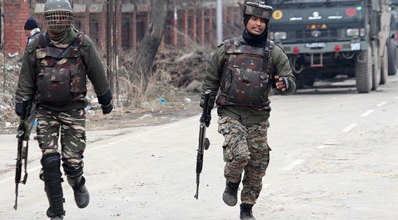 Hint askerlerinden Keşmir'deki sivillere saldırı: 1 ölü 2 yaralı