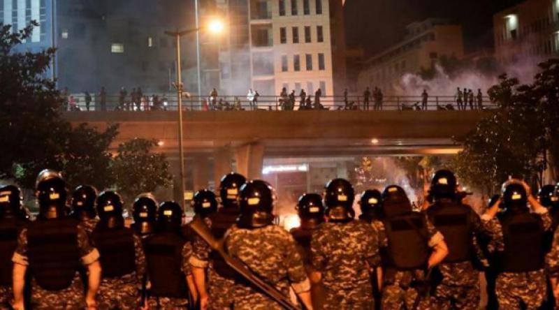 Lübnan'da ekonomik kriz protestoları sürüyor: 16'sı asker 72 kişi yaralandı