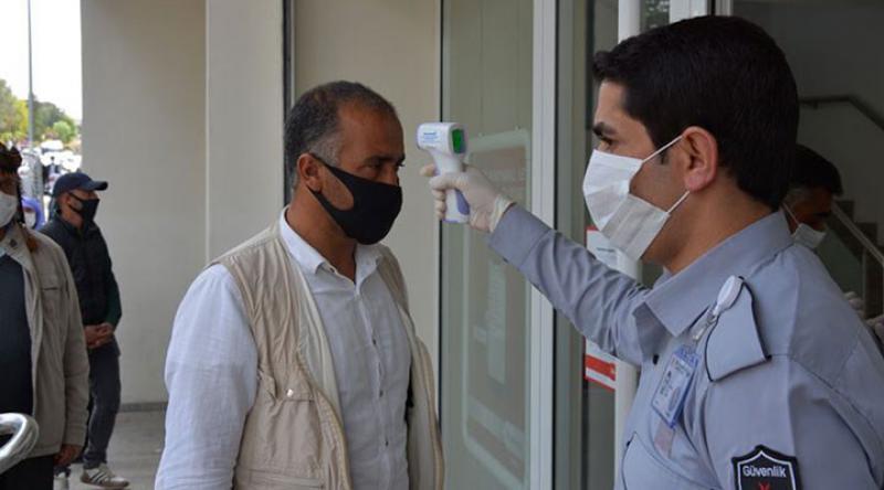 Bakan Koca açıkladı: Diyarbakır, Erzurum, Kayseri, Rize ve Şanlıurfa'da maskesiz sokağa çıkmak yasaklandı
