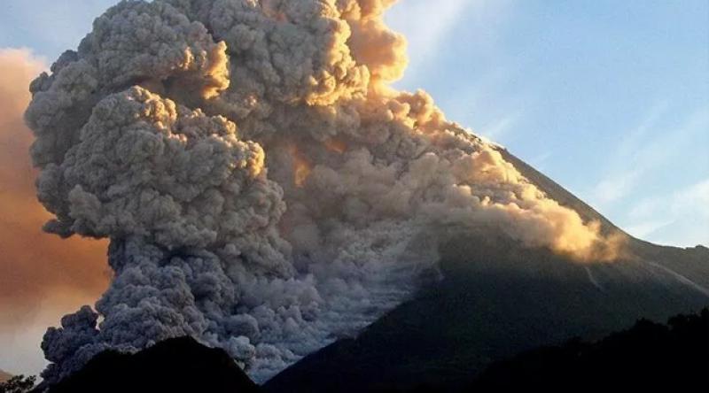 Endonezya'daki Merapi Yanardağı patladı