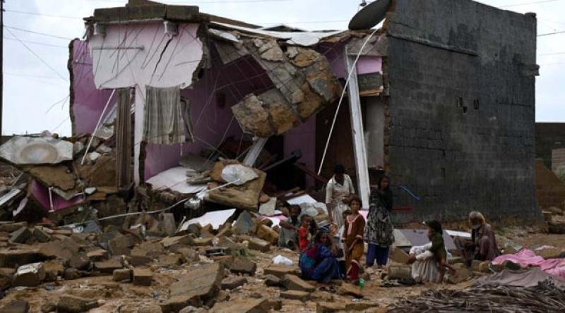 Pakistan'da sel felaketinin bilançosu ağırlaşıyor: 102 kişi hayatını kaybetti, binden fazla ev zarar gördü