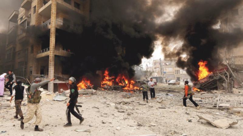 Rejim güçleri İdlib'e saldırmaya devam ediyor