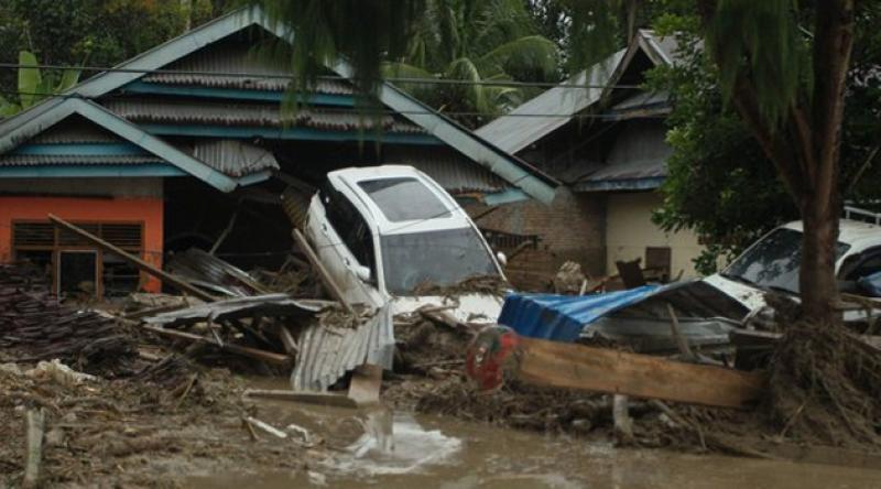 Endonezya'daki selde ölü sayısı 38'e çıktı