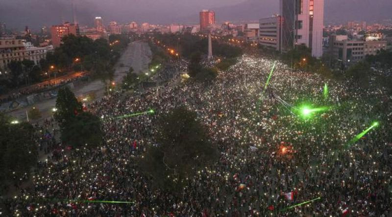 Şili'de ulaşıma yapılan zam sonrası halk sokaklarda