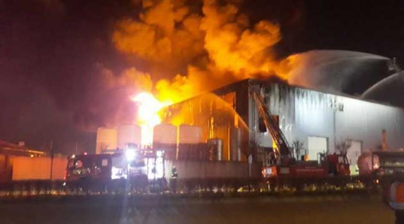 Sultangazi'de fabrika yangını!