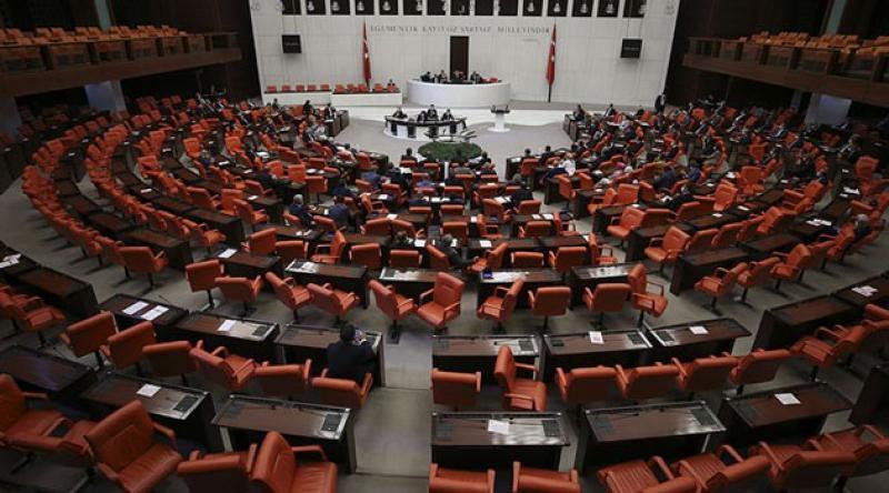 Sosyal medya düzenlemesini içeren kanun teklifi TBMM Adalet Komisyonu'nda kabul edildi