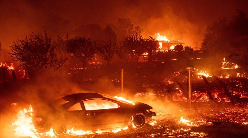 Yangınların söndürülemediği California'dan 100 bin kişi tahliye edilecek