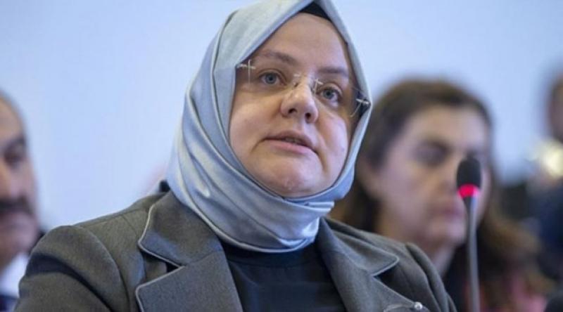 Bakan Selçuk duyurdu: Çalışan annelere 300 euro destek