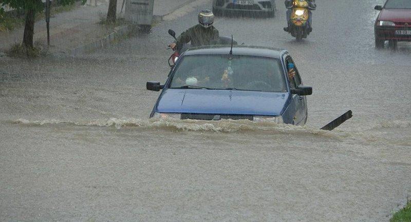 Tekirdağ'da 1 saatte metrekareye 47 kilogram yağış düştü
