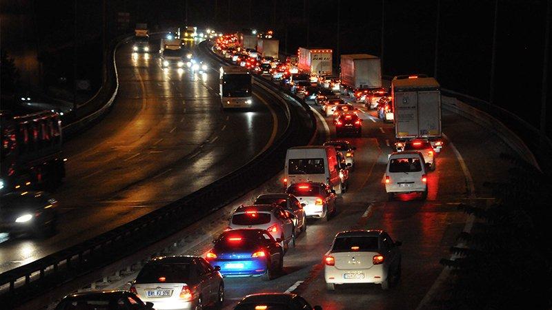 Kurban Bayramı dönüşü başladı, TEM Otoyolu'nda trafik yoğunluğu arttı