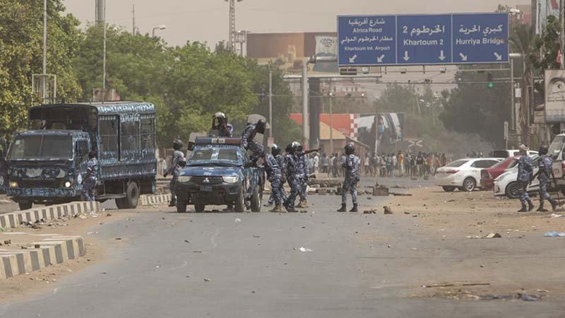 Sudan'da protestolar nedeniyle 2 havalimanı uçuşlara kapatıldı