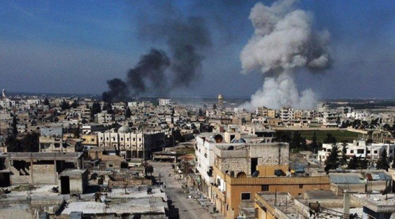 Rusya kuzeybatı Suriye'deki saldırıları artırıyor, Türkiye zirveden önce takviye gönderiyor