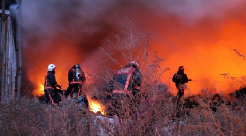 Bakan Pakdemirli: 6 ilde 13 orman yangınını kontrol altına alma çalışmaları sürüyor