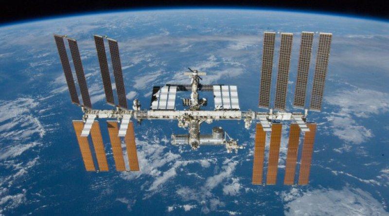 Çin'de nefesler tutuldu: Üç astronot yola çıkıyor