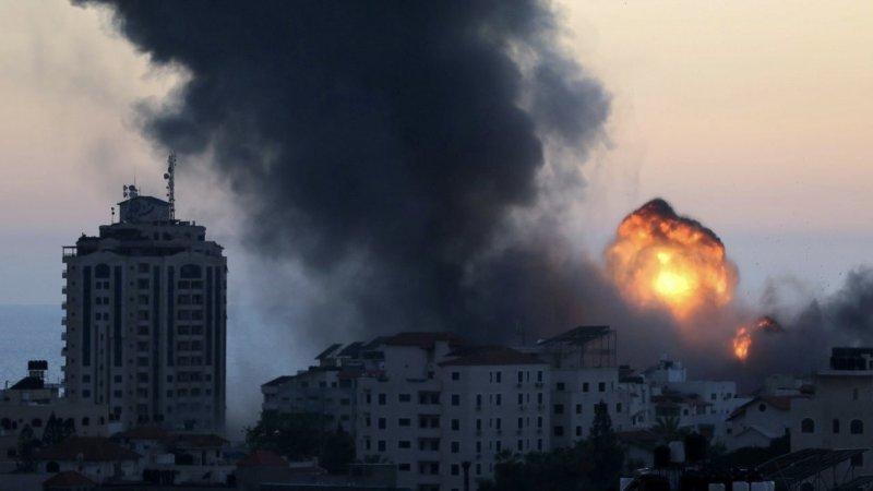 Katil İsrail'in Gazze'ye hava saldırısında çoğu çocuk 12 Filistinli daha şehit oldu