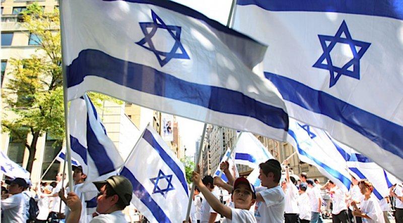 On binlerce İsrailli, Netanyahu iktidarının bitişini kutladı