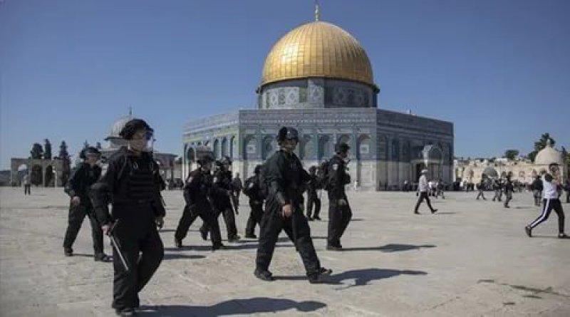 Siyonist İsrail Mescid-i Aksa'da Filistinlilere saldırdı!