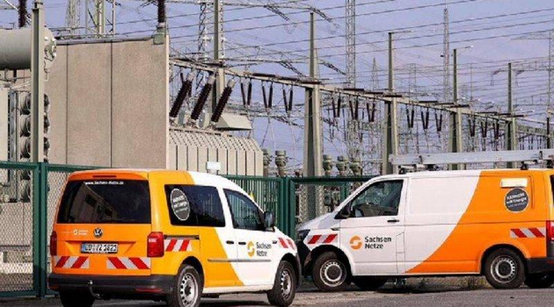 Almanya'da 300 bin ev ve fabrikalar elektriksiz kaldı!