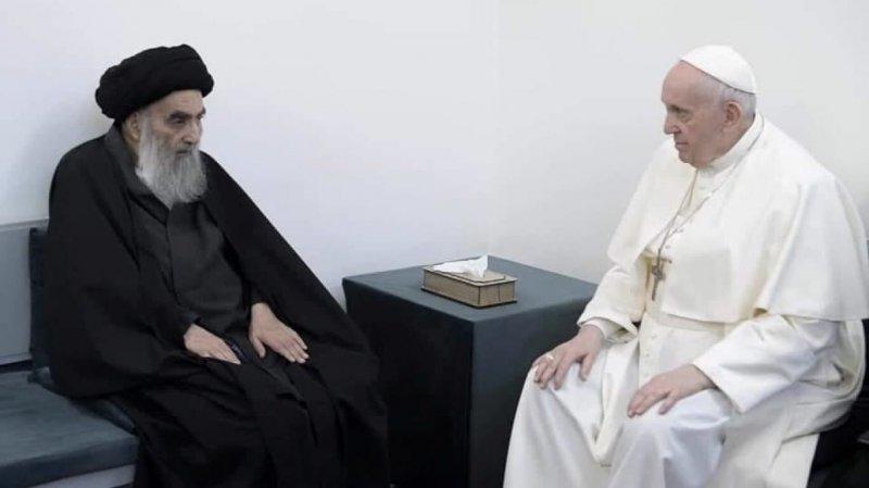 Papa, Şiilerin en büyük dini mercisi Sistani ile bir araya geldi