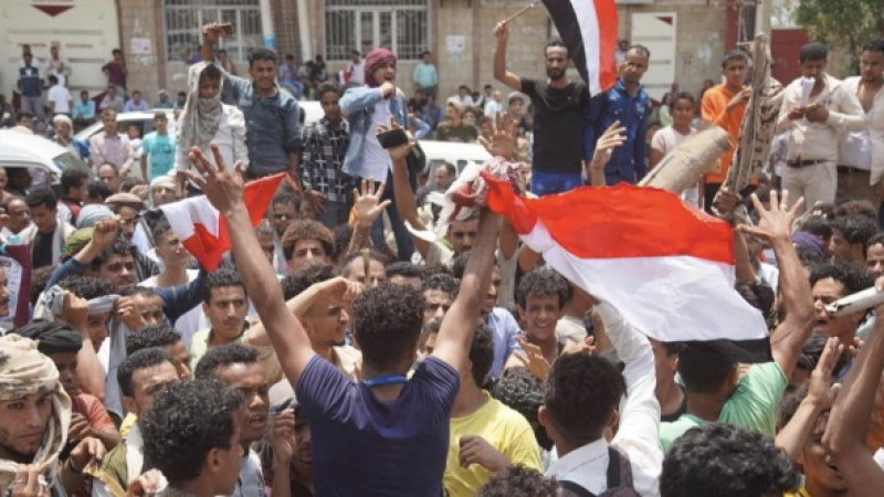 Yemen'de halk hükümeti protesto etti