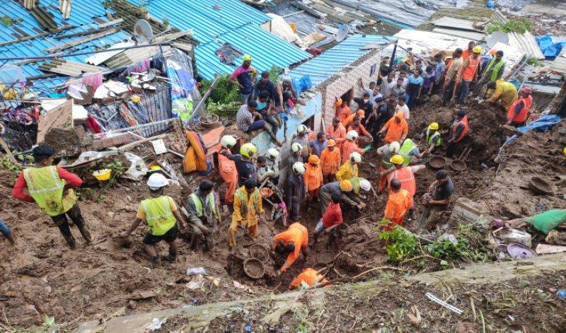 Hindistan'da toprak kayması: 9 kişi yaşamını yitirdi
