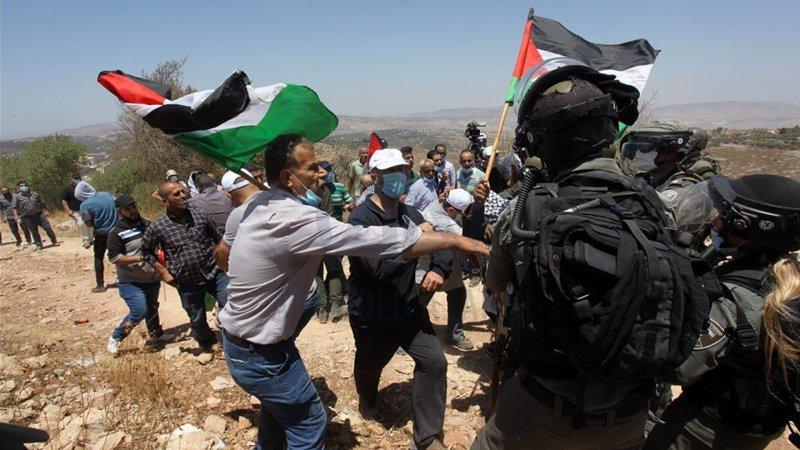 Siyonist İsrail'den Filistinli göstericilere saldırı: 94 kişi yaralandı