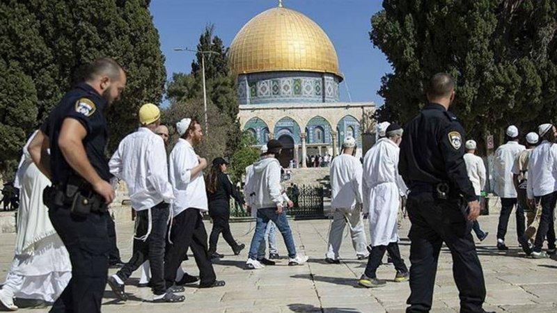 İsrail polisinin koruduğu fanatik Yahudiler Mescid-i Aksa'ya baskın yapmaya devam ediyor