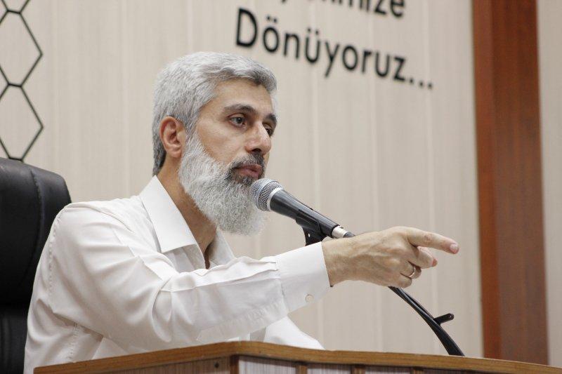 Alparslan Hoca: Erdoğan'ın konuşmaları sadece tribünlere yapılan konuşmalardır!