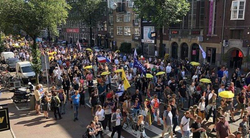 Hollanda'da aşı zorunluluğu ve Covid-19 önlemleri protestosu!