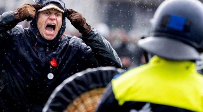 Hollanda: 'İç savaş yolundayız'
