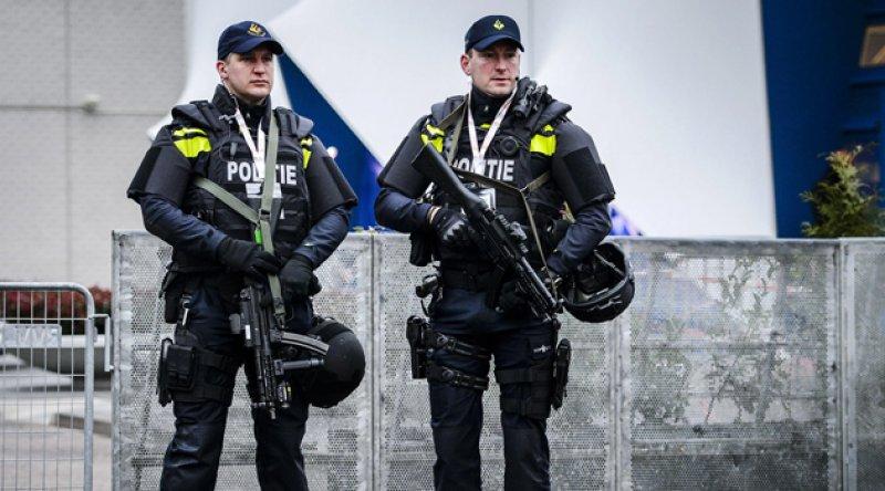 Polisle çatışan 240 Hollandalı eylemci gözaltına alındı