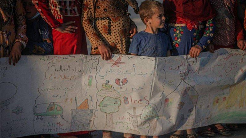 İdlib'in çocuklarından 75 metrelik mesaj!