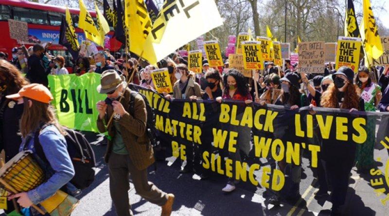 İngiltere'de Polis Yasa Tasarısı Protesto Edildi