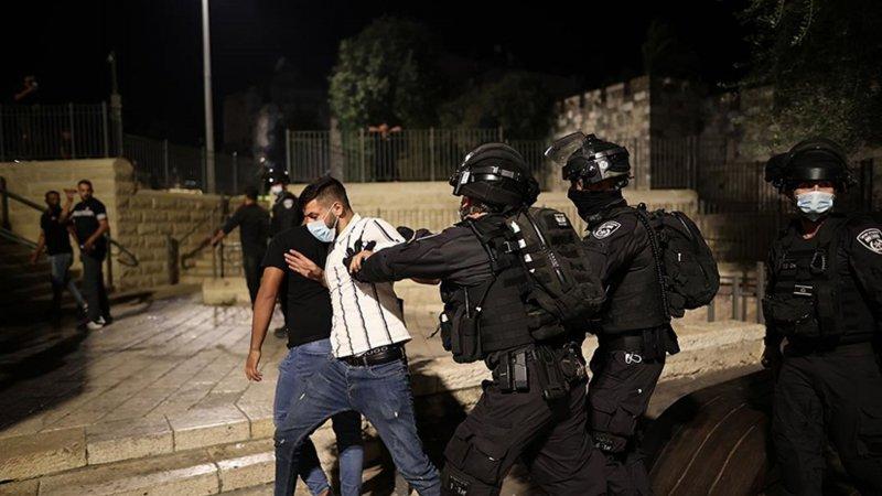 Siyonist İsrail polisinden Kudüs'teki Filistinli tutuklulara destek gösterisine müdahale