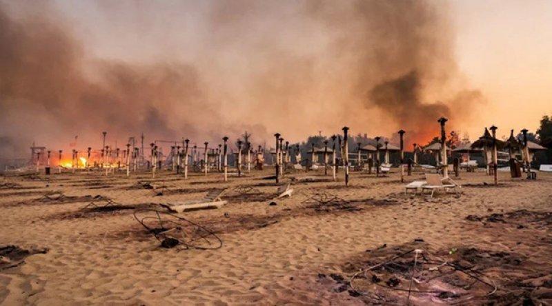 İtalya 800'ü aşkın yangınla mücadele ediyor