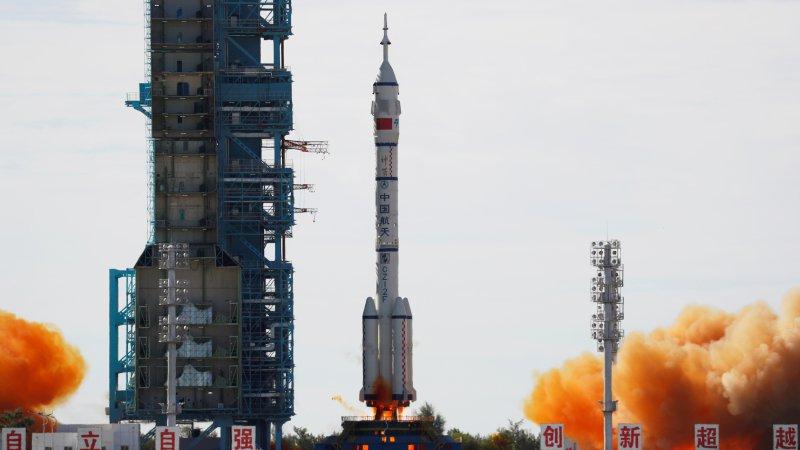 Çin, yeni inşa etmeye başladığı uzay istasyonuna üç astronot gönderdi