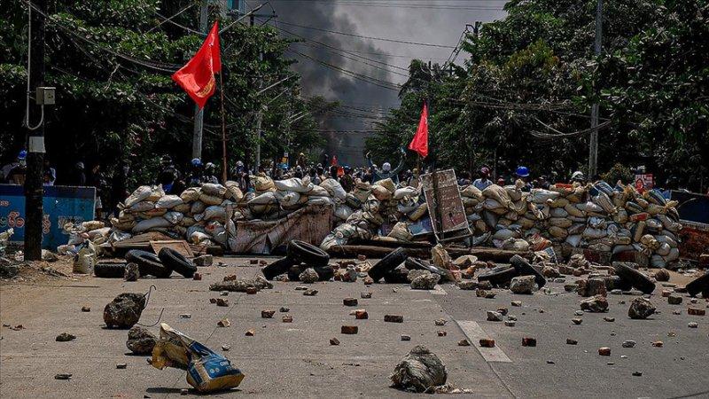 Myanmar'da güvenlik güçlerinin protestolara müdahalesi sonucu ölenlerin sayısı 737'ye çıktı