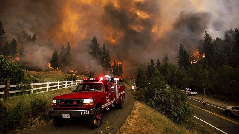 ABD'nin California eyaletinde çıkan orman yangını 82 kilometrekareye yayıldı; bir bölge tahliye ediliyor