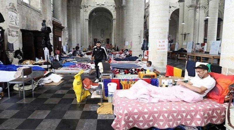 """Brüksel'deki """"kağıtsızlar"""" hükümet ile görüşmeleri sonucunda açlık grevlerini askıya aldı"""