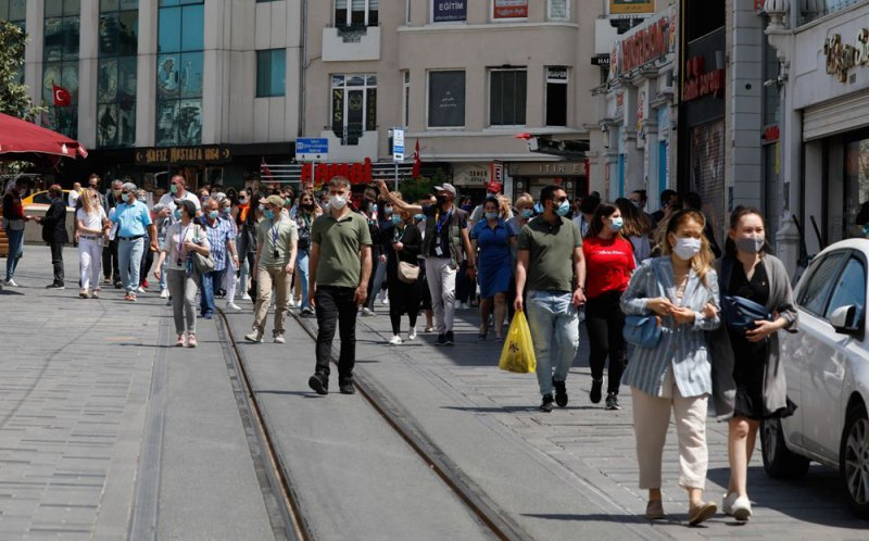 Taksim ve Eminönü'nde turist yoğunluğu