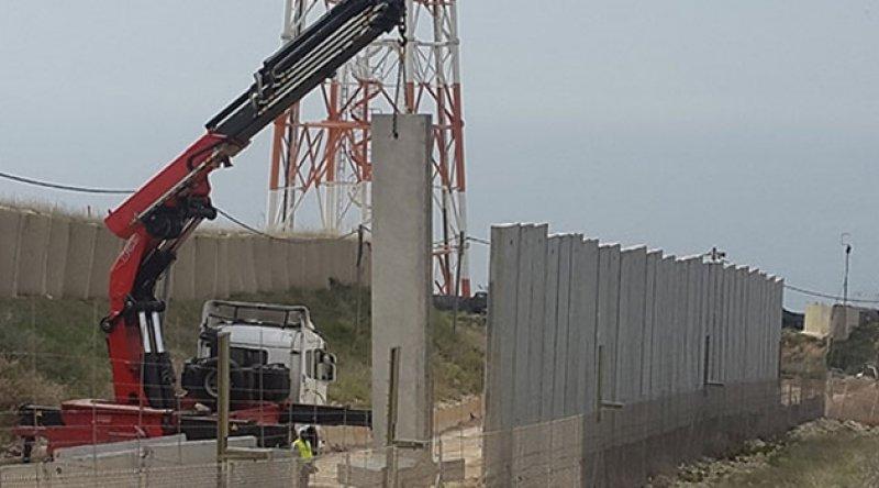 İşgalci İsrail, Lübnan sınırlarına duvar örüyor
