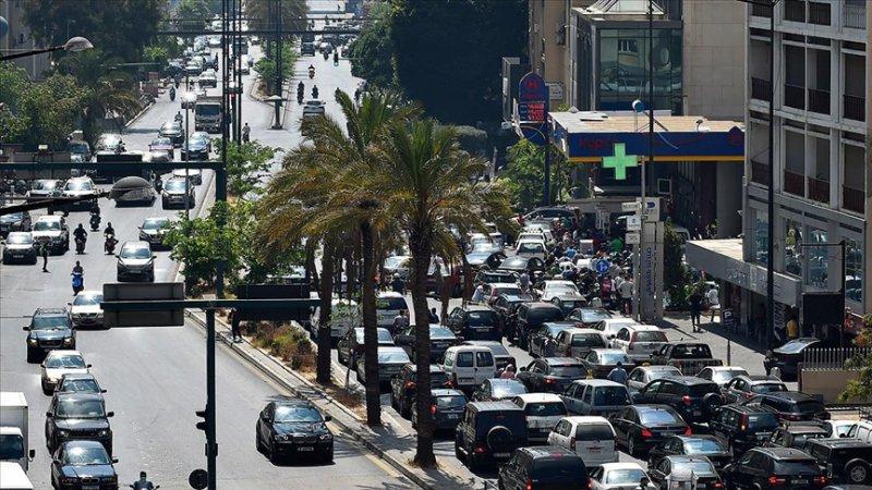 Lübnan'da akaryakıta büyük zam geldi
