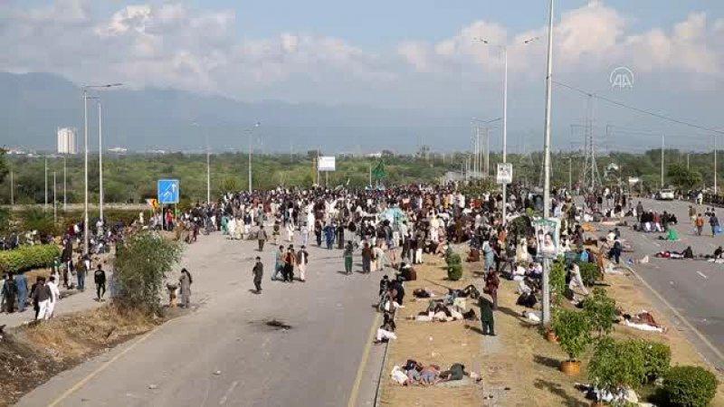 Pakistan'da protestolar sürüyor: 2'si polis 5 kişi öldü