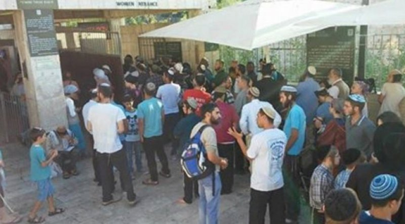 Yahudi işgalciler Ramallah'ta bir mahalleye baskın düzenledi