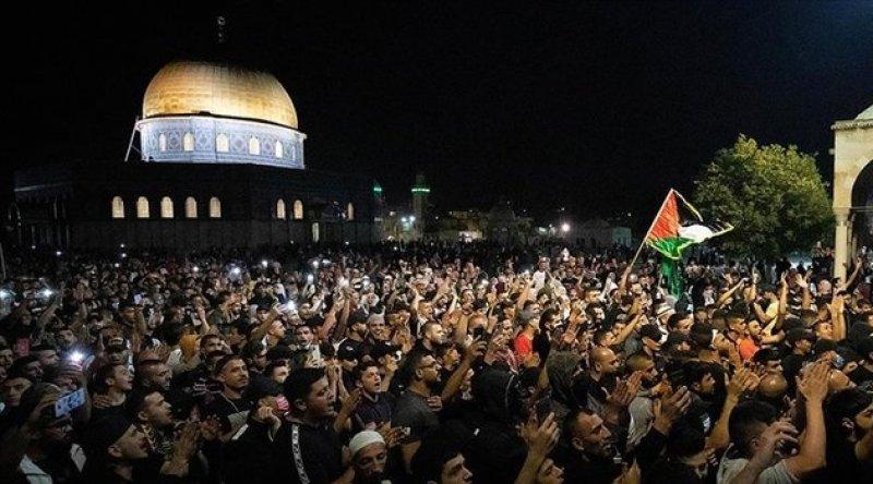 Siyonist İsrail şiddeti sabah namazında da devam etti: 10 yaralı