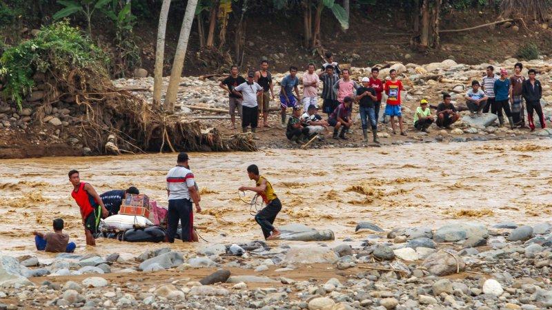 Endonezya'da ağır sel felaketi: Ölü sayısı 181'e yükseldi