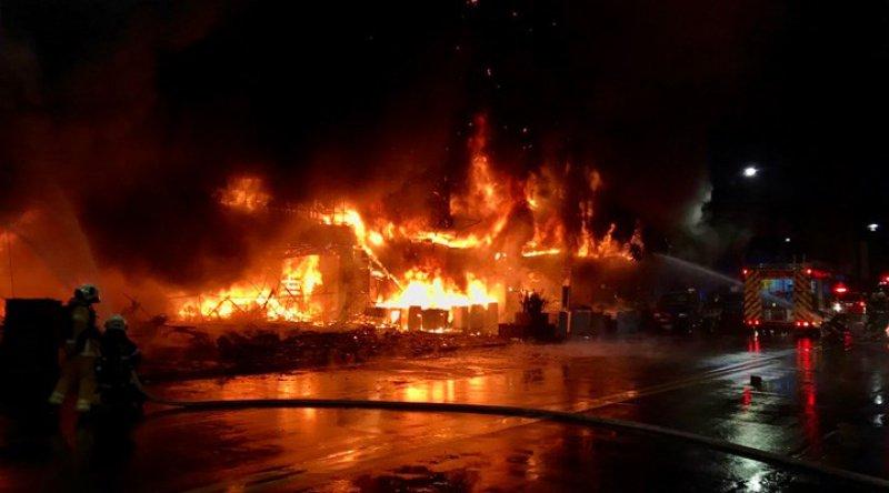 Tayvan'da 13 katlı bir binada çıkan yangında 46 kişi hayatını kaybetti