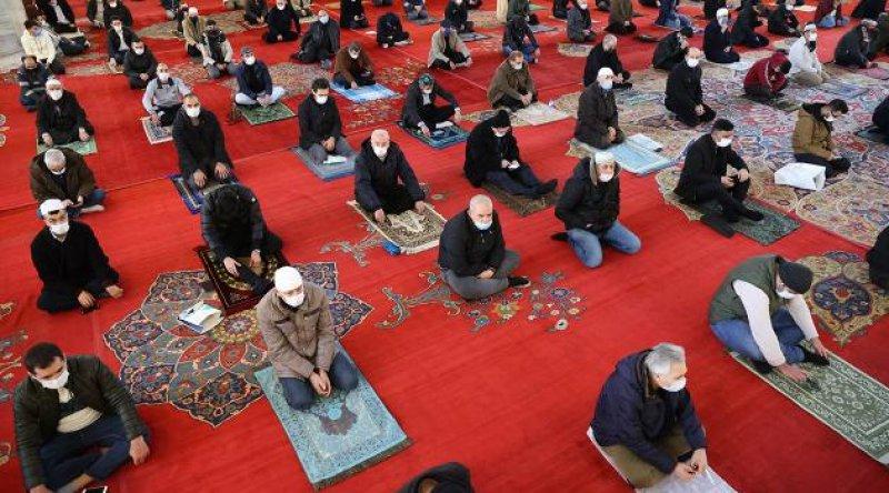 Diyanet İşleri'nden 'teravih namazı' kararı: Camilerde kılınmayacak