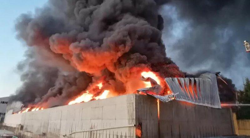 Silivri'deki plastik fabrikasında yangın